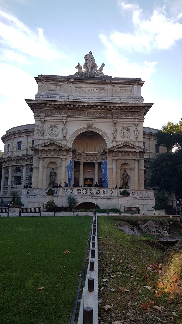 Facciata acquario di Roma
