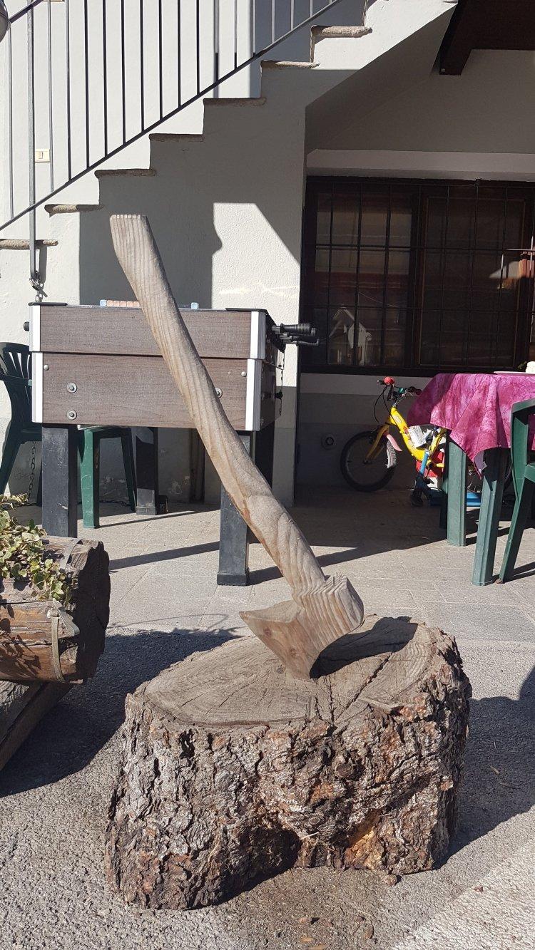 scultore in legno